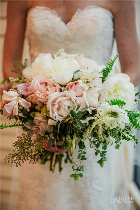 Secret Garden Wedding, flowers by LynnVale Studios, photo by Love Life Images